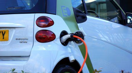 Merkel najavila širenje mreže punionica za električne automobile