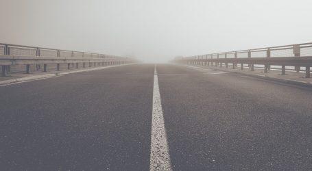 Magla smanjuje vidljivost, na čvoru Ivanja Reka kolona duga 5 kilometara