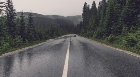 Kolnici mokri i skliski, prometne nesreće na Jadranskoj magistrali i u Rijeci