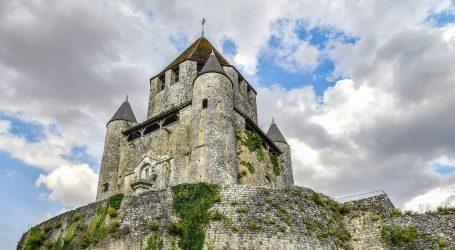 Francuzi prodaju 1500 dvoraca