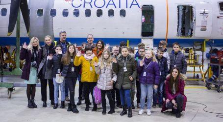 NAGRAĐENA KREATIVNOST: Učenici u pilotskoj kabini zrakoplova Airbus