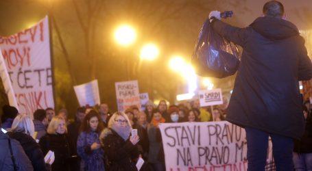 ZAGREB Prosvjed protiv poskupljenja odvoza otpada