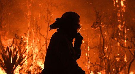 Australski vatrogasci bore se s požarima koji se približavaju Sydneyu