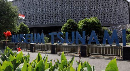 15. obljetnica smrtonosnog tsunamija – Indonežani surfaju da prevladaju traumu