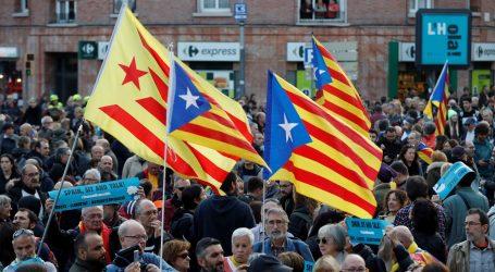 Tisuće zagovornika nezavisnosti Katalonije u prosvjedu oko stadiona u Barceloni