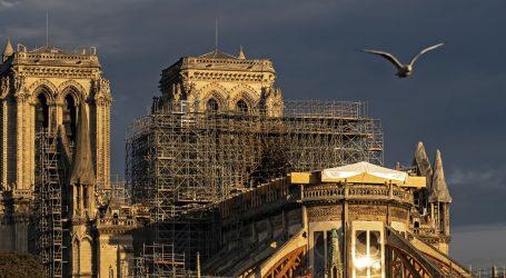Notre Dame izvan upotrebe, božićna misa pod šatorom