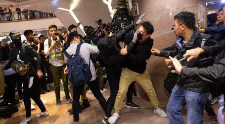 HONG KONG Sukob prosvjednika i policije u trgovačkom centru