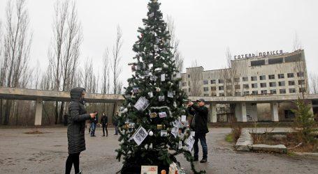 "Božićno drvce okićeno u ""gradu duhova"" kod Černobila"
