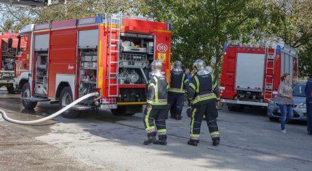 Usred noći izbio požar u kući kod Vinkovaca, vatrogasci pronašli tijelo muškarca