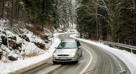 HAK upozorava na vjetar na A1 od Sv. Roka do Božića, u Lici pada snijeg