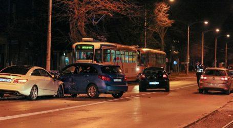 Sudar četiri automobila u Osijeku, jedna osoba lakše ozlijeđena