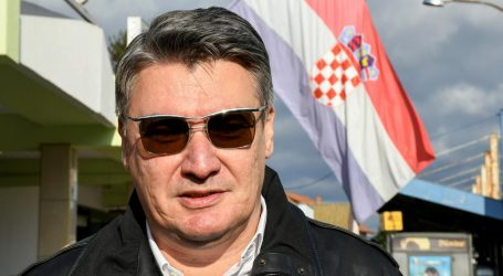 Milanović novim plakatom komentirao predsjedničinu izjavu o Bandiću i kolačima