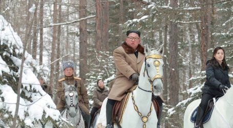 King Jong Un ponovno pozirao na bijelom konju na obroncima planine Paektu