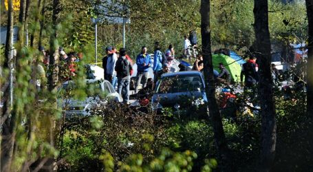 BiH: Policija i dalje dovodi migrante u kamp Vučjak