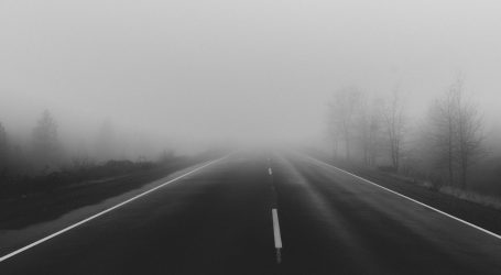 Kolnici mokri i skliski, magla smanjuje vidljivost