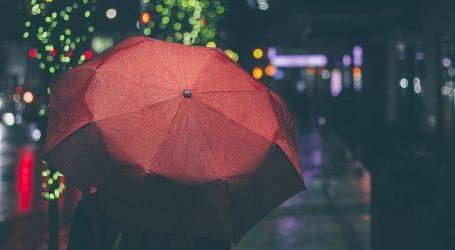 Oblačno, mjestimice s kišom