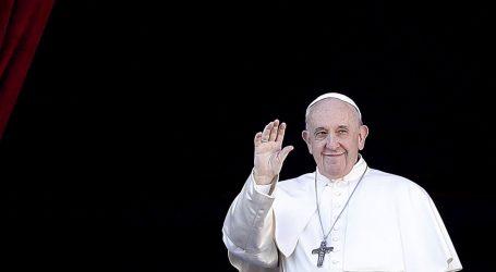 Napasna žena papu Franju povukla za ruku i nije puštala, jedva se oslobodio