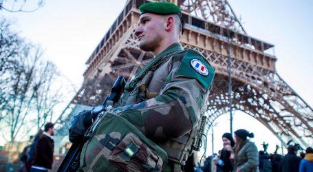 Pariška policija ustrijelila muškarca koji je pokušao nožem napasti prolaznike