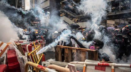 Policija suzavcem rastjerala stotine prosvjednika u Hong Kongu