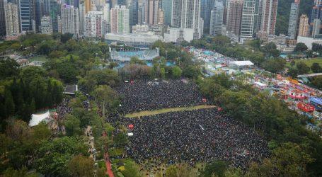 HONG KONG: Deseci tisuća prosvjednika na prvi dan 2020.
