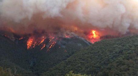 Australski požari: Mornarica evakuira turiste i stanovnike
