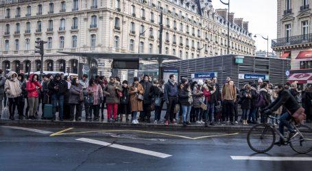 Pariška policija potjerala prosvjednike iz sjedišta Macronove stranke