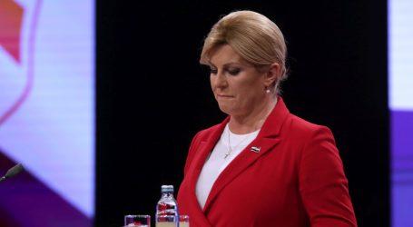 Grabar-Kitarović novinari pitali za incident, osiguranje ju je odvuklo van
