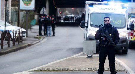 """Francuski policajci svladali muškarca koji je mahao nožem i vikao """"Allahu Akbar"""""""