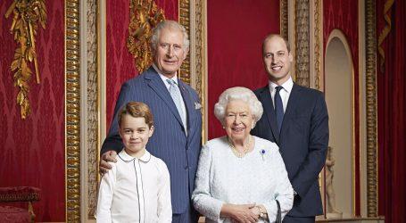 NOVA GODINA, NOVI PORTRET: Kraljica Elizabeta pozirala s nasljednicima prijestolja