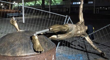 ŠVEDSKA Srušen spomenik Ibrahimoviću