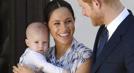 Harry i Meghan gube kraljevske titule i više ne predstavljaju kraljicu