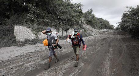 Dvije žrtve erupcije filipinskog vulkana, 82.000 evakuirano