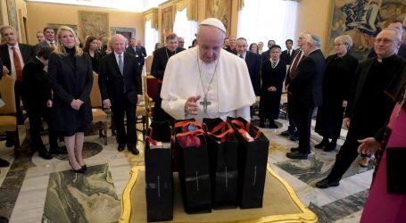 """Papa osuđuje """"barbarsko oživljavanje"""" antisemitizma"""