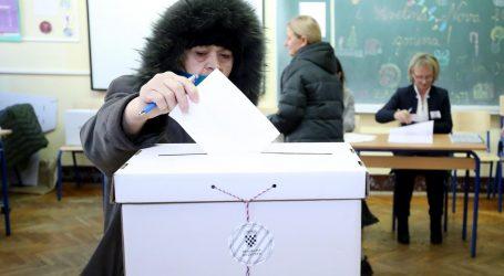 Hrvatska bira predsjednika, u Osijeku birač napao članicu biračkog odbora