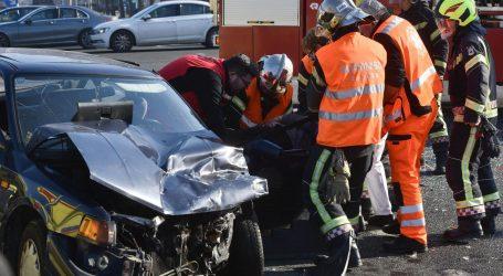 Teška nesreća u Zagrebu: Vatrogasci izvlačili ljude iz smrskanih automobila