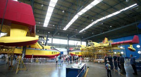 VELIKA GORICA Radnici Zrakoplovno tehničkog centra svirali i plesali na Air Tractoru