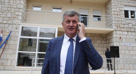 Ministrov bivši poslovni partner tvrdi da su mu supružnici Kujundžić već godinama dužni  milijun kuna