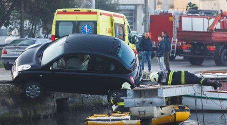 Zadarski vatrogasci spasili vozačicu čiji je auto umalo proklizao u more