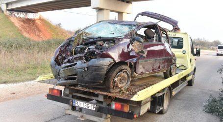 Vozač u Istri poginuo, ispao iz automobila koji je potom pao na njega