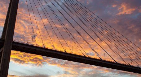 Moguća poledica, vjetar otežava promet na mostu dr. Franje Tuđmana u Dubrovniku