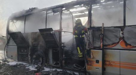 Kod Garešnice izgorio školski autobus, nema ozlijeđenih