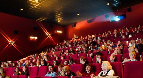 Mnogi Valentinovo dočekali na premijeri filma 'Kao šefica'
