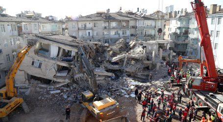 Potres na tursko-iranskoj granici: 7 mrtvih u Turskoj i 25 ozlijeđenih u Iranu