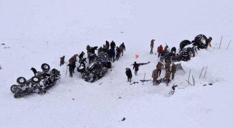 U lavini u istočnoj Turskoj poginula 21 osoba, još ljudi zarobljeno pod snijegom