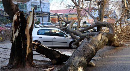 BiH: Snijeg i vjetar stvorili velike probleme, stanje se postupno normalizira