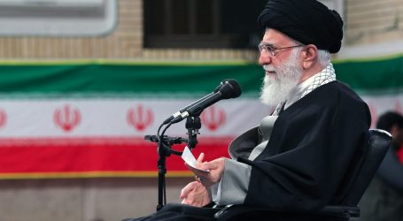 HAMNEI: 'Iran treba povećati vojnu snagu da spriječi rat'