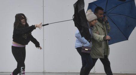 """Oluja Dennis donijela """"smrtnu opasnost"""" Velikoj Britaniji"""