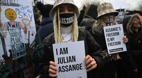 Assangeova obrana tvrdi da se američke optužbe temelje na lažima