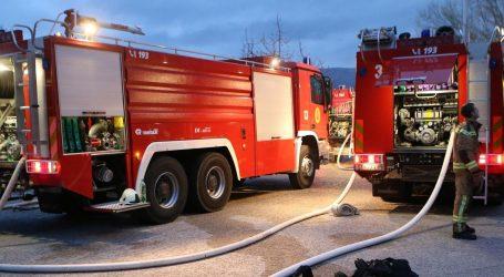 Veliki požar u školi u Kaštel Štafiliću, urušio se krov