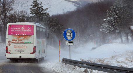 HAK:  Zbog olujnog vjetra državna cesta Maslenica-Zaton Obrovački otvorena samo za osobna vozila